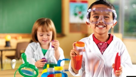 2784-ScienceSetKids1-750x429